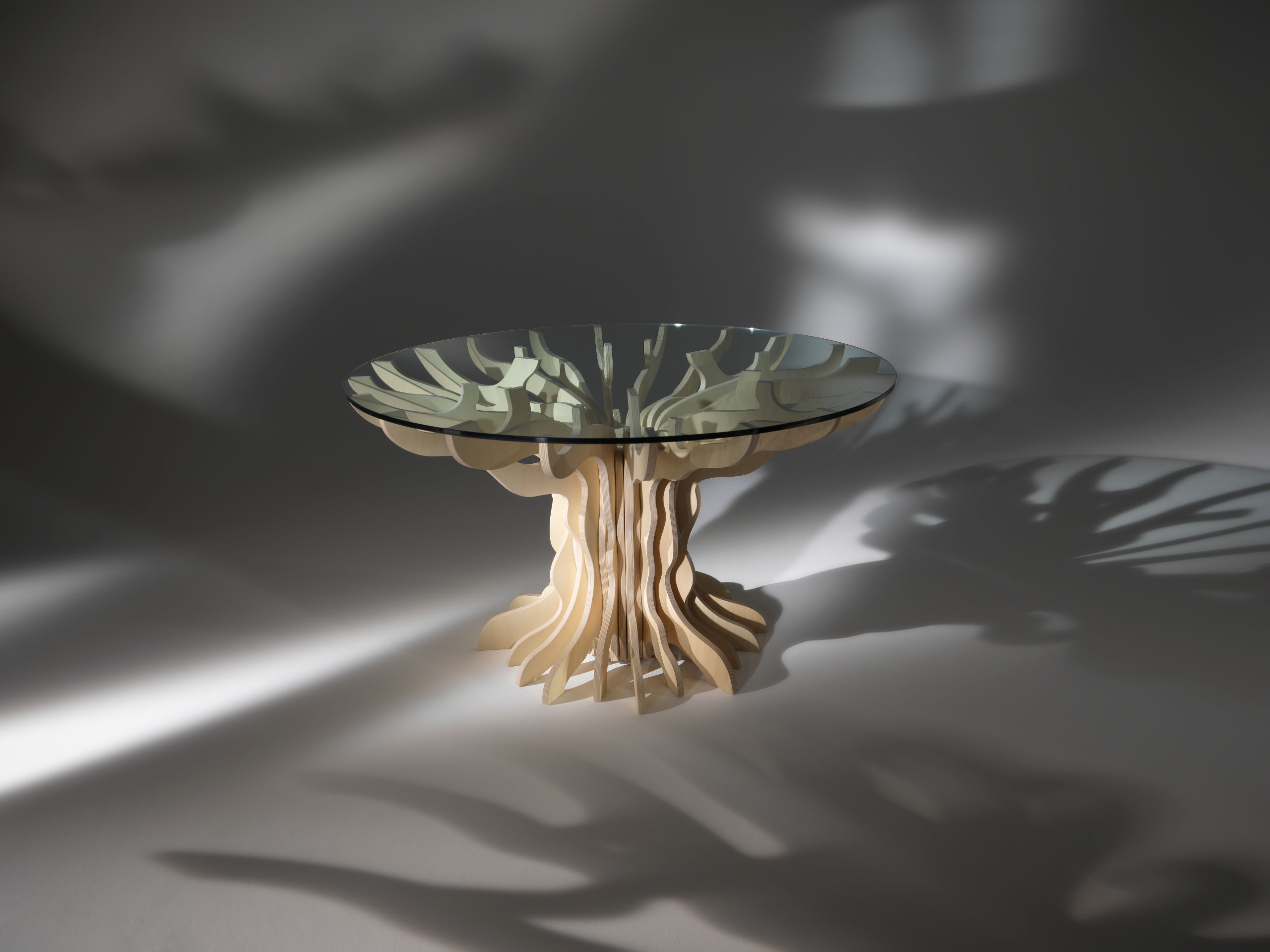 tavolo in vetro e legno albero